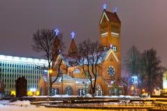Iglesia cristiana antigua en la noche en Minsk, Belaru Imágenes de archivo libres de regalías