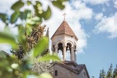 Iglesia cristiana en un día de verano soleado imagen de archivo libre de regalías