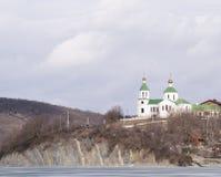 Iglesia cristiana en una colina Foto de archivo