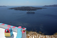 Iglesia cristiana ortodoxa tradicional griega en la isla de Santorini Fotos de archivo libres de regalías