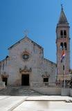 Iglesia croatia supetar imagenes de archivo