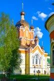 Iglesia cruzada santa del monasterio de Tikhvin Foto de archivo libre de regalías