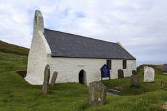 Iglesia cruzada santa Mwnt Fotografía de archivo libre de regalías
