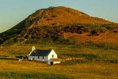 Iglesia cruzada santa, Mwnt, País de Gales Foto de archivo