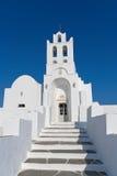 Iglesia cycladic blanca Fotografía de archivo libre de regalías