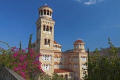 Iglesia de Aghios Nektarios en Aegina en Grecia Imagen de archivo libre de regalías