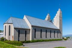 Iglesia de Akureyri en Islandia imagenes de archivo