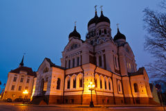 Iglesia de Alexander Nevsky en Tallinn en la noche Fotografía de archivo