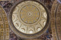 Iglesia de Barroco del Gesu Nuovo, Nápoles, Italia imágenes de archivo libres de regalías