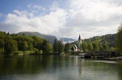 Iglesia de Bohinj del lago fotografía de archivo libre de regalías