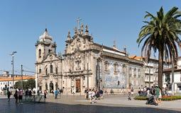 Iglesia de Carmen e iglesia de Carmelitas de Oporto Portugal el día soleado imágenes de archivo libres de regalías