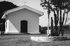 Iglesia de Corss blanco y negro Imagen de archivo libre de regalías