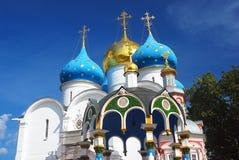 Iglesia de Dormition en la trinidad Sergius Lavra Imágenes de archivo libres de regalías
