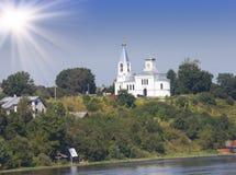 Iglesia de Elijah Prophet, 1847, en el río de Volkhov, nuevo Ladoga, Rusia Fotografía de archivo