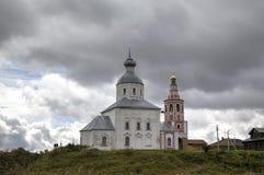 Iglesia de Elijah Prophet en la pena de Ivanova en la curva del río de Kamenka Suzdal Imagenes de archivo