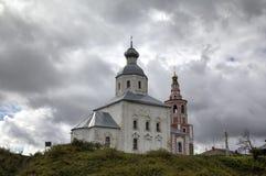 Iglesia de Elijah Prophet en la pena de Ivanova en la curva del río de Kamenka Suzdal Foto de archivo