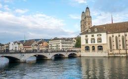 Iglesia de Grossmunster en Zurich Fotos de archivo libres de regalías