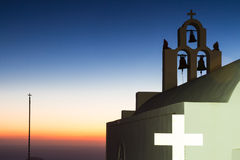 Iglesia de Imerovigli en la puesta del sol Imagen de archivo libre de regalías