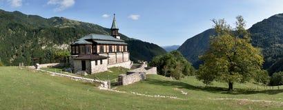 Iglesia de Javorca - soldados austrohúngaros caidos de un monumento de la primera guerra mundial en el parque nacional de Triglav Imagenes de archivo