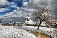 Iglesia de la aldea del invierno Imagen de archivo