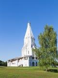 Iglesia de la ascensión y del abedul Fotos de archivo
