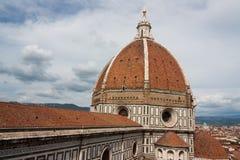 Iglesia de la catedral de la basílica del Duomo, Firenze, visión desde el belio de Giotto Fotografía de archivo libre de regalías