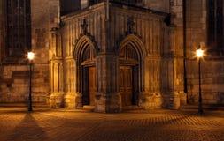 Iglesia de la entrada en la noche en Pilsen Imagen de archivo