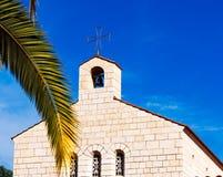 Iglesia de la fachada de la multiplicación en Tabgha Fotos de archivo