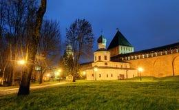 Iglesia de la intercesión y la torre de la intercesión del Novgorod el Kremlin Foto de archivo