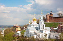 Iglesia de la opinión de mayo de la primavera de Elijah Prophet y del Kremlin Imagenes de archivo