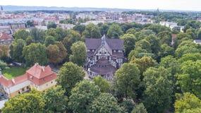 Iglesia de la paz en Åšwidnica, la iglesia de madera más grande de Europa, la UNESCO, Polonia, 08 2017, visión aérea fotos de archivo