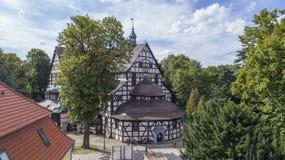 Iglesia de la paz en Åšwidnica, la iglesia de madera más grande de Europa, la UNESCO, Polonia, 08 2017, visión aérea foto de archivo libre de regalías