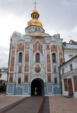Iglesia de la puerta de la trinidad (Kiev Pechersk Lavra) fotografía de archivo