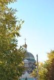 Iglesia de la reconstrucción en la ciudad fotos de archivo