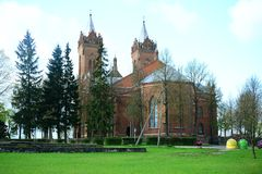 Iglesia de la suposición de Cristo en la ciudad de Kupiskis Imagen de archivo