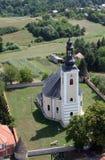 Iglesia de la suposición de la Virgen María en Pokupsko, Croacia Foto de archivo