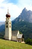Iglesia de la tarjeta del día de San Valentín del santo pequeña, Italia norteña Foto de archivo