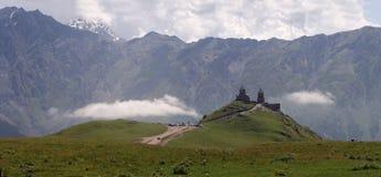 Iglesia de la trinidad de Gergeti Foto de archivo