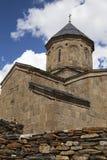 Iglesia de la trinidad en el podnlzhiya de Kazbek del soporte Ortodoxia, imagenes de archivo