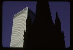 Iglesia de la trinidad y WTC Fotografía de archivo libre de regalías