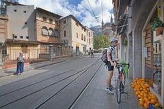 Iglesia de las naranjas del ciclista de Soller Imágenes de archivo libres de regalías