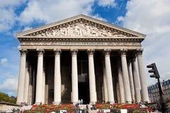 Iglesia de Madeleine del La, París, Francia. Fotografía de archivo