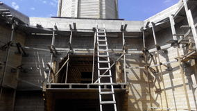 Iglesia de madera bajo construcción Foto de archivo libre de regalías
