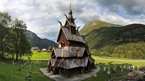Iglesia de madera del bastón de Borgund en Noruega occidental imagen de archivo libre de regalías