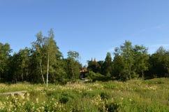 Iglesia de madera en el bosque Imágenes de archivo libres de regalías