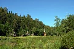 Iglesia de madera en el bosque Fotos de archivo