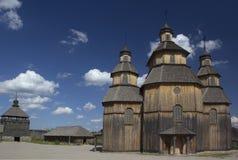 Iglesia de madera en el medio del Zaporozhian Sich Foto de archivo libre de regalías