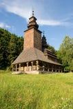 Iglesia de madera en el parque Foto de archivo libre de regalías
