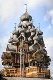 Iglesia de madera en Kizhi bajo reconstrucción Foto de archivo
