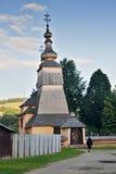 Iglesia de madera en Ladomirova Fotos de archivo